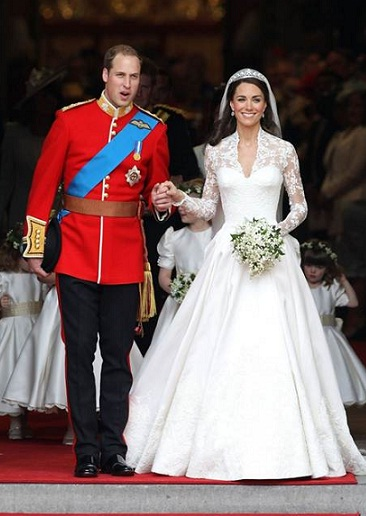 Kate princess 39s wedding dress is designed by Alexander McQueen of Designer