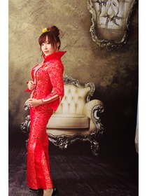 Feminine Red Rose Brocade Wedding Cheongsam Suit