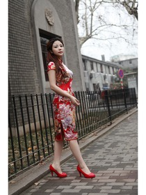 Red Mandarin Collar Knee Length Cap Sleeves Silk Traditional Choengsam
