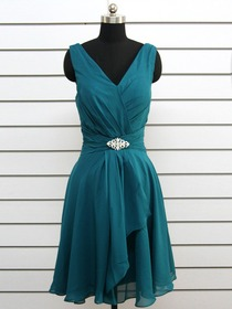 Green A-Line V-Neck Cocktail Length Chiffon Beading Cocktail Party Dress