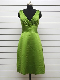 Green A-Line V-Neck Knee-Length Elastic Silk-like Satin Prom Dress With Sash