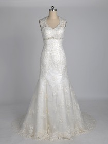 Traditional A-Line Scalloped Court Train Lace Wedding Dress (Bernadette)