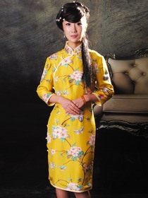 Yellow Flower Pattern Mandarin Collar Single-Line Botton Silk Satin Knee Length Cheongsam