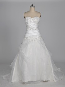 Modern Ivory A-Line Strapless Sweetheart Tiered Appliques Sweep Train Organza Wedding Dress